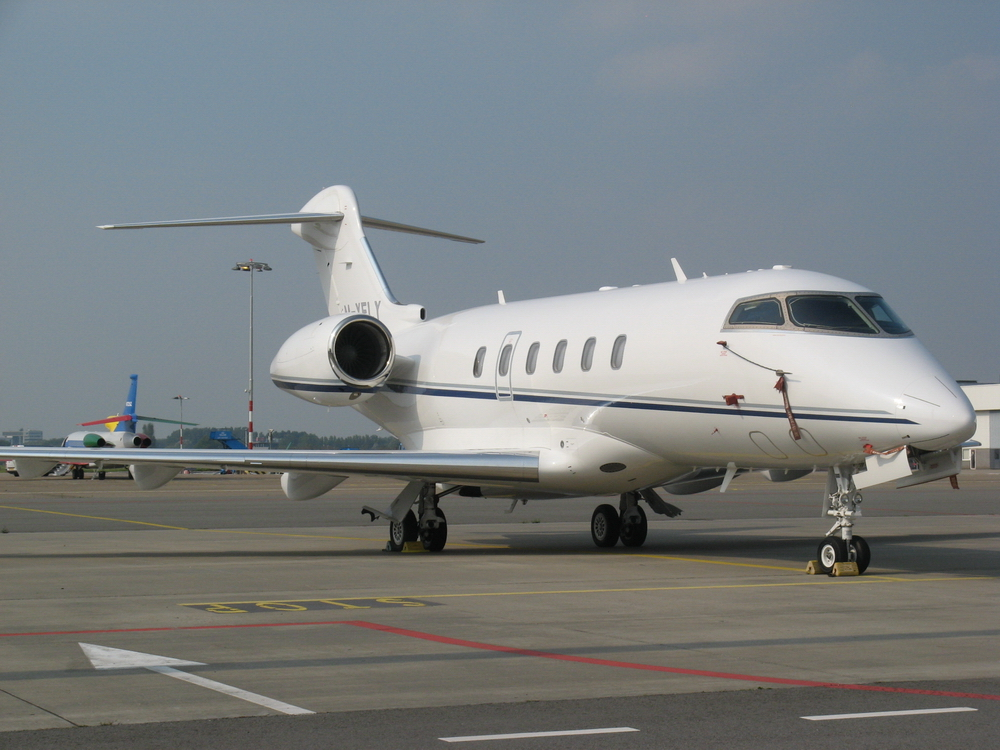 Bombardier BD-100 Challenger 300 photo