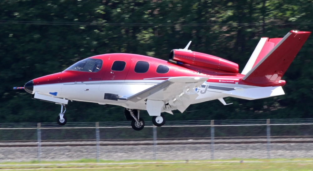 Cirrus Vision SF50 photo