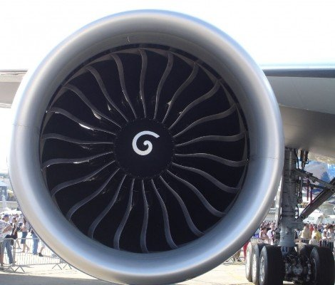 A GE90-110B1 engine, mounted on a Boeing 777-200LR