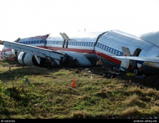Photo of the 737-800 after the runway excursion