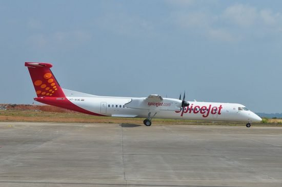 A SpiceJet DHC-8-400 (photo: Premnath Kudva / CC:by-sa)