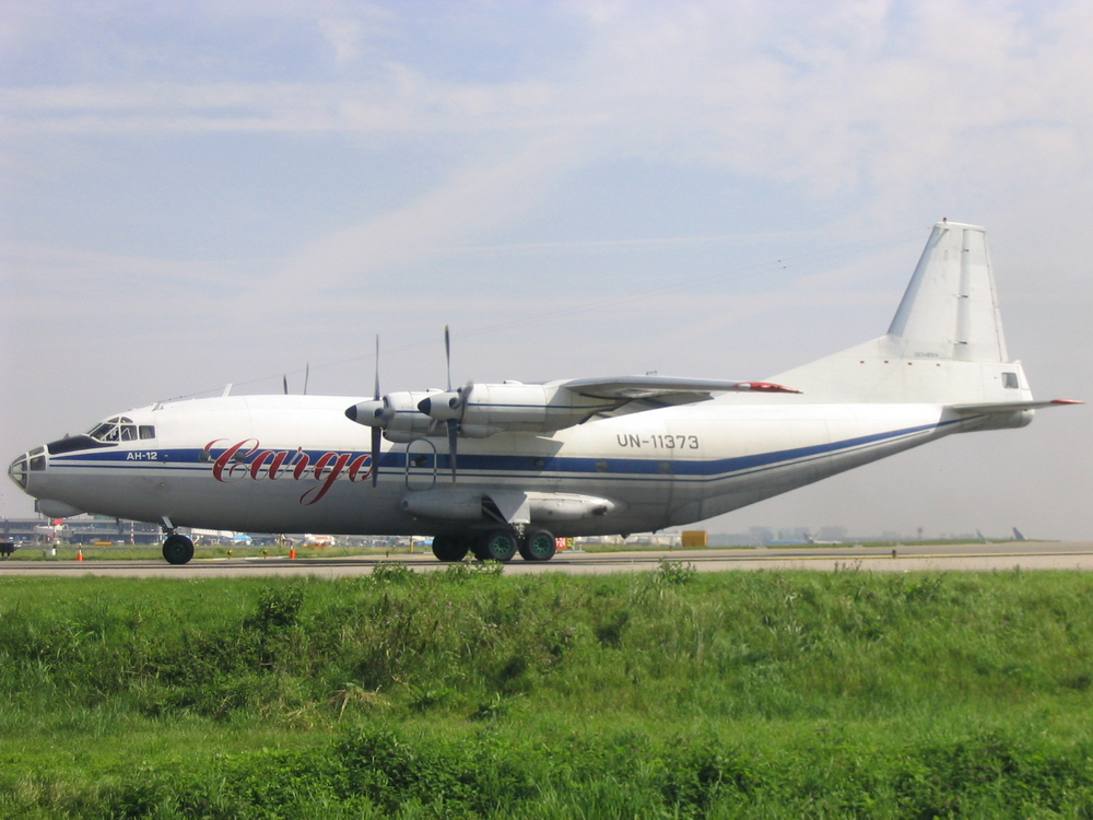 Antonov An-12 photo