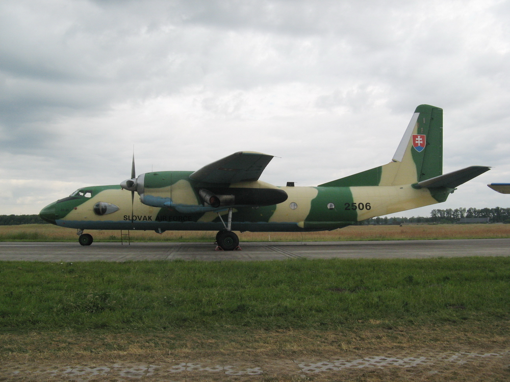 Antonov An-26 photo
