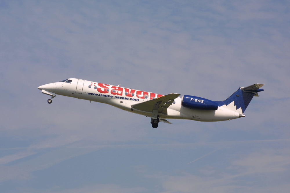 Embraer ERJ-135 photo