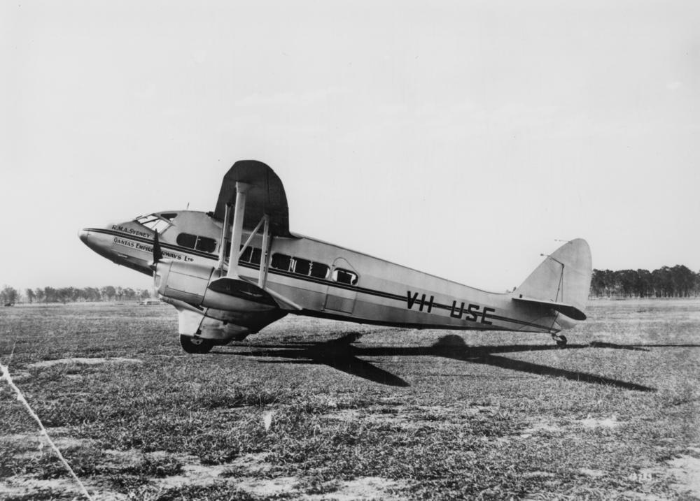 de Havilland DH.86 Express photo
